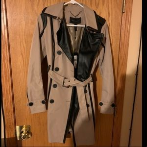 A BEAUTIFUL auth BCBG MaxAzria Madison Trench Coat
